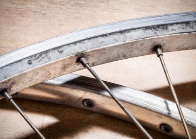 Nicht nur die Fahrradspeiche sondern die Verankerung in Felge und Narbe werden genutzt